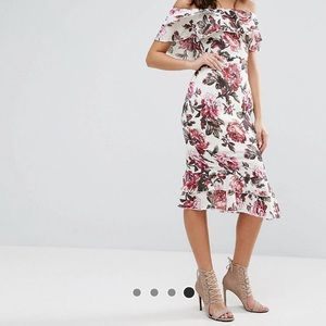 BRAND NEW! Pretty off the shoulder floral dress